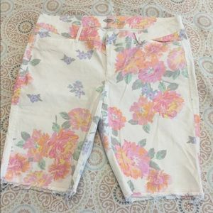 Old Navy The Le Pixie Floral Bermuda Stretch Short